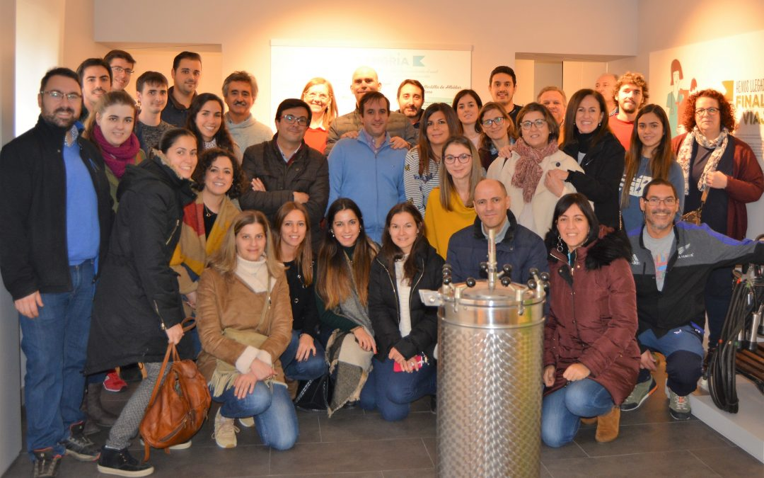 Alumnos que cursan el Diploma de Postgrado en Cirugía y Anestesia de Pequeños Animales visitan MUVET